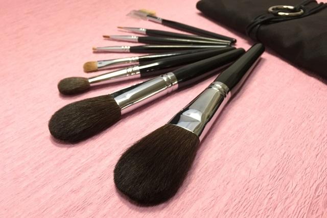 通販で化粧筆を扱う【豊橋筆 嵩山工房 匠-TAKUMI-】ではチークブラシ・フェイスブラシを揃えています
